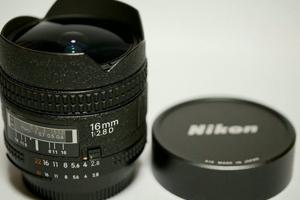 【送料無料】Nikon ニコン AF Fisheye Nikkor 16mm F2.8D(極美品中古)